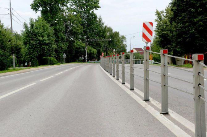 Барьерка против ДТП: 50 километров дорог Подмосковья оборудуют тросовыми ограждениями