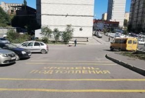 В Ростове-на-Дону на улице Извилистой вместо ливнёвки нанесли предупреждающую разметку