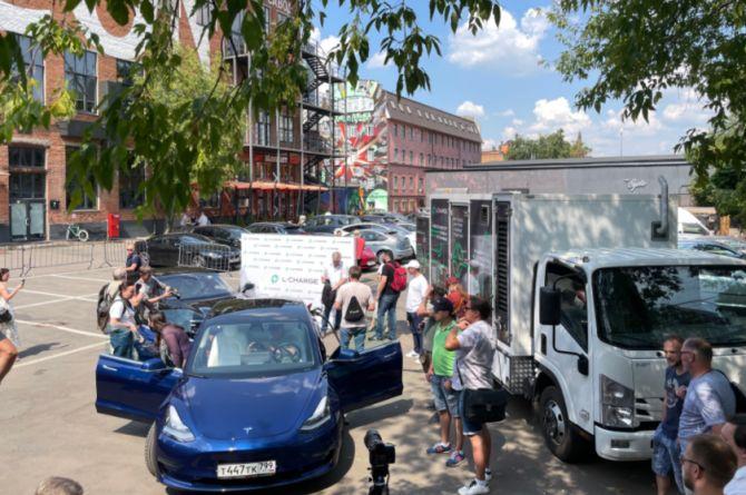 В Москве появилась передвижная зарядка для электромобилей