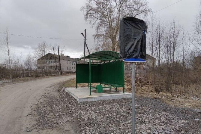 В карельском городке установили автобусную остановку. Автобус при этом не ходит там уже 10 лет