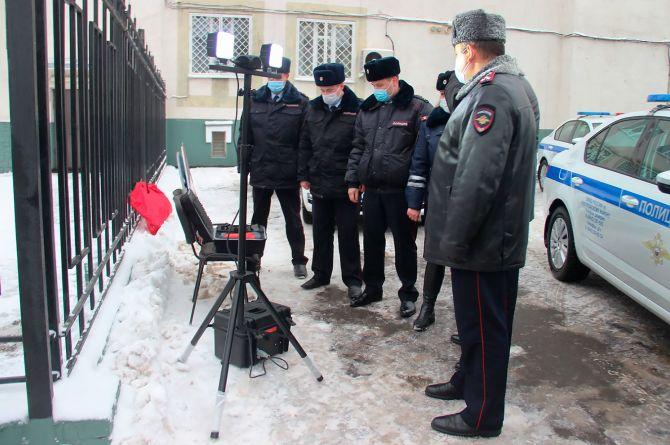 Дымометр и люксметр: ГИБДД РФ получила новые гаджеты для работы