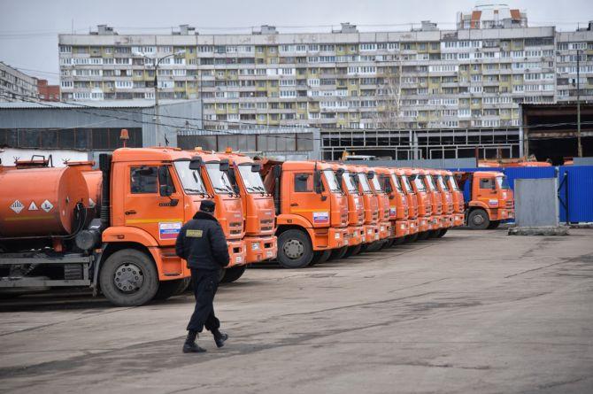 В Москве дорожных рабочих силой закрыли на карантин. У них стала заканчиваться еда