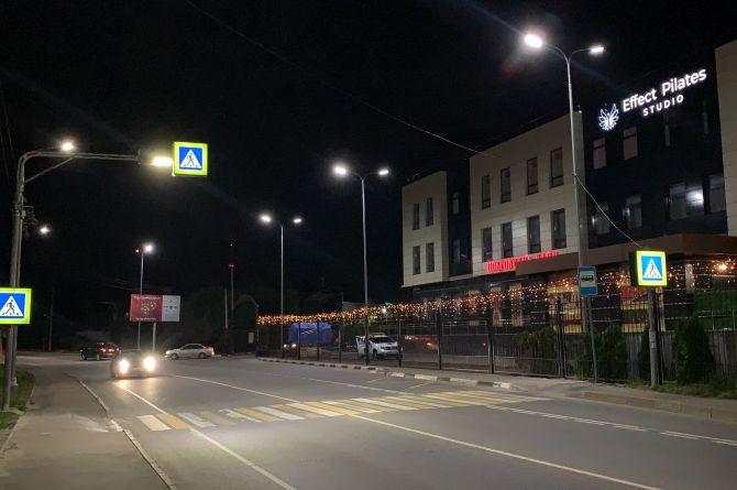 Инновационные опоры с проекциями дорожных знаков установили в Подмосковье