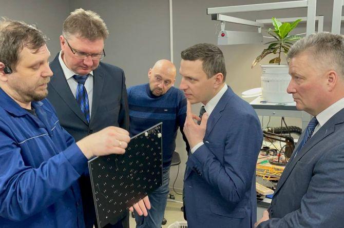 Руководство ГИБДД России и депутат Госдумы Александр Васильев  посетили инновационное производство «АИР Магистраль»