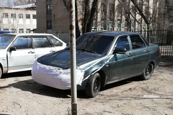 Житель Саратова защитил свой автомобиль от коронавируса «медицинской маской»
