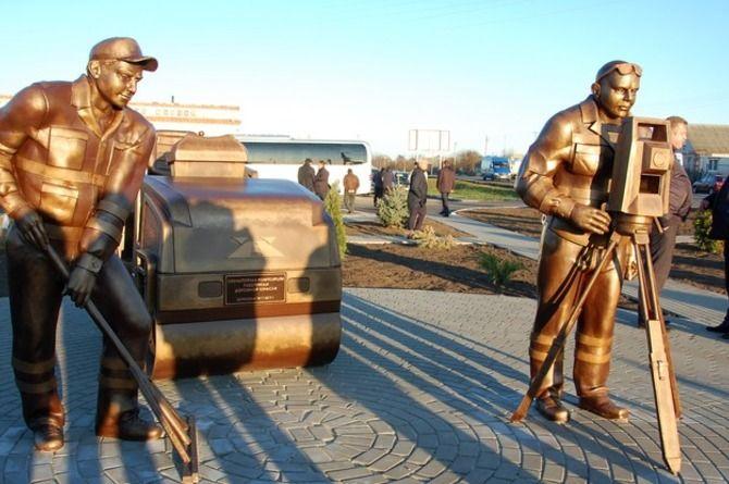 В Белгородской области открыли скульптуру, посвящённую дорожникам