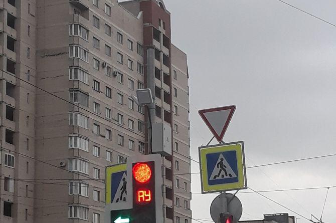 На петербургских светофорах появились буквы «АУ»