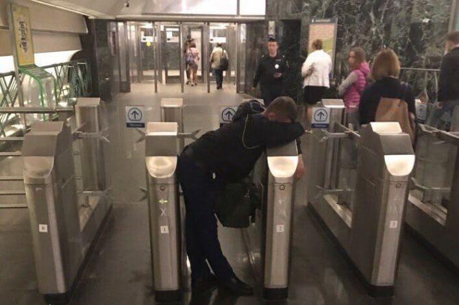 В Москве отменили оплату смартфонами в транспорте