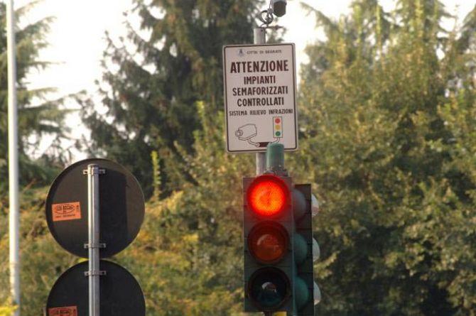 В Милане появились светофоры, которые сами штрафуют водителей
