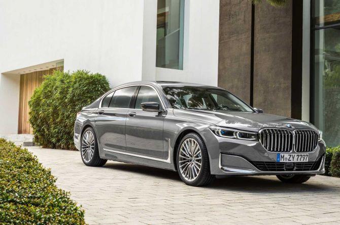 У автомобилей BMW появится технология распознавания дорог