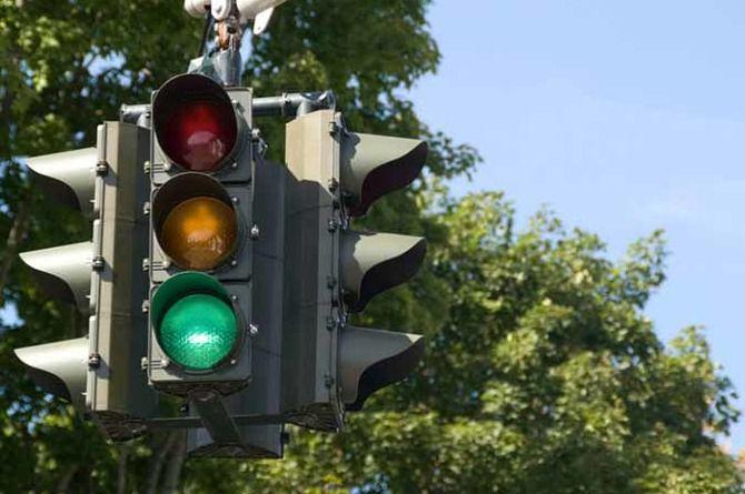 До конца года на дорогах Подмосковья появится более 400 новых светофоров