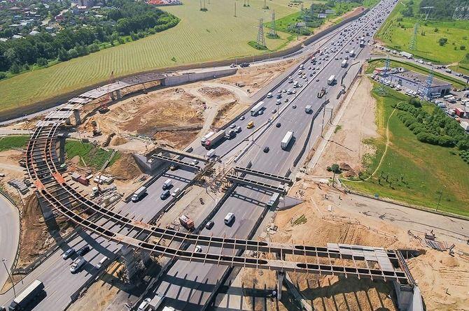 До конца 2023 года в Москве построят более 350 километров дорог