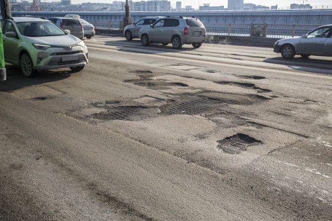 Мэр Новосибирска: бюджета города хватает только на ремонт 5% дорог. Вместо необходимых 10%