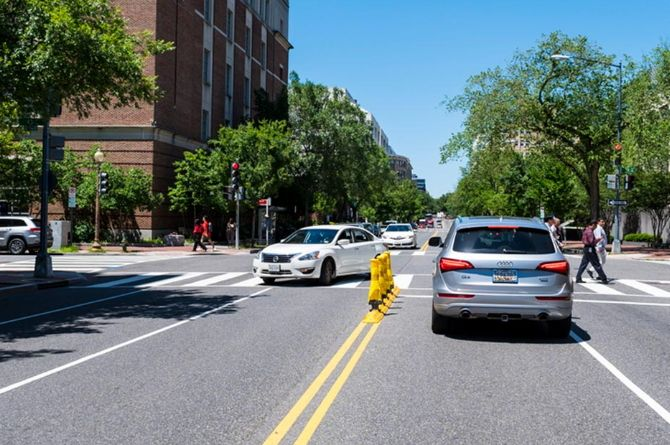 Простое решение: столбики и бордюры повышают безопасность перекрёстков
