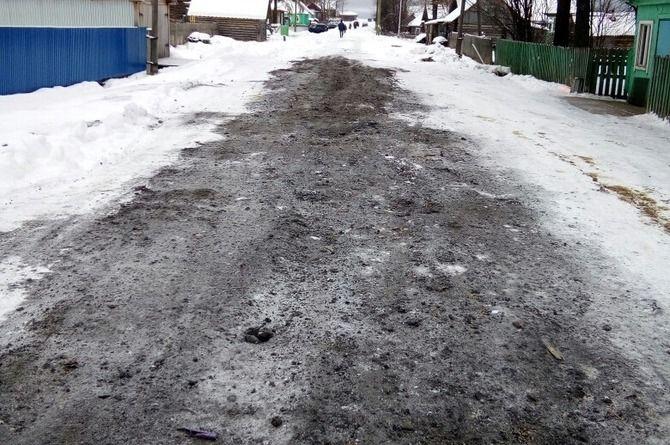 В Коми неочищенную от снега дорогу посыпали шлаком с гвоздями