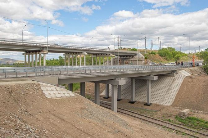 В Хакасии сдали в эксплуатацию путепровод, который должны были открыть ещё в ноябре