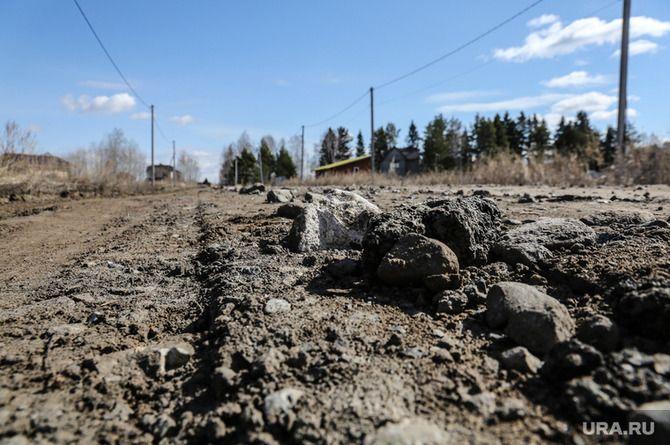 Дорога, отремонтированная в Прикамье, развалилась за два месяца