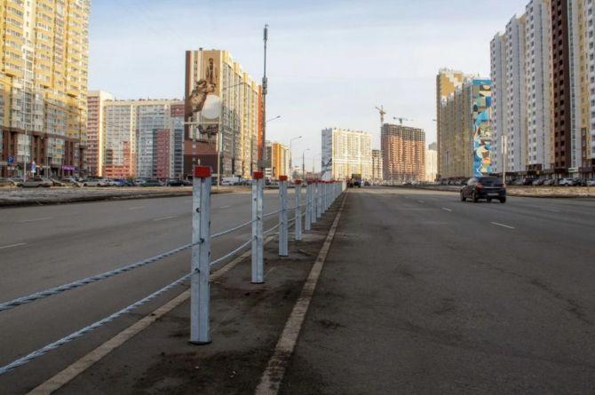 «Да, они серые, но это не для красоты»: власти Челябинска заступились за тросовую барьерку