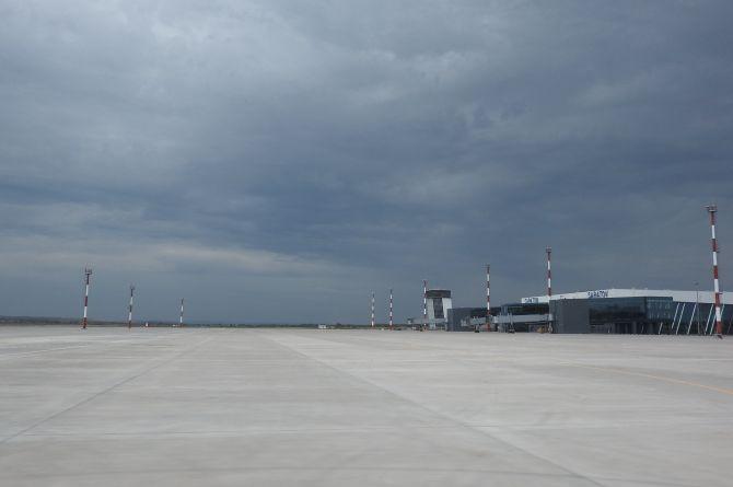 """Вид на аэропорт """"Гагарин"""" с взлётно-посадочной полосы"""