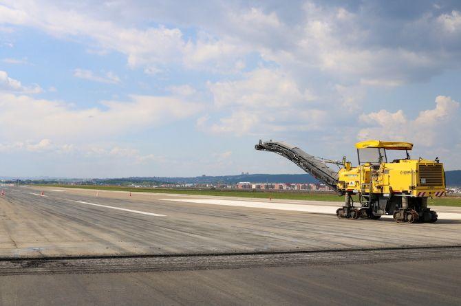 В аэропорту Иркутска начался ремонт аэродромного покрытия