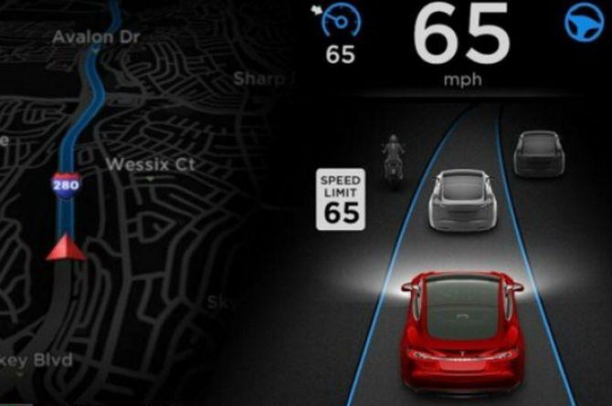 Машины Tesla  научили распознавать знаки