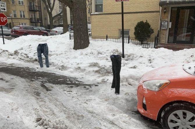 Джинсы на мороз: американец придумал новый способ борьбы за парковочное место