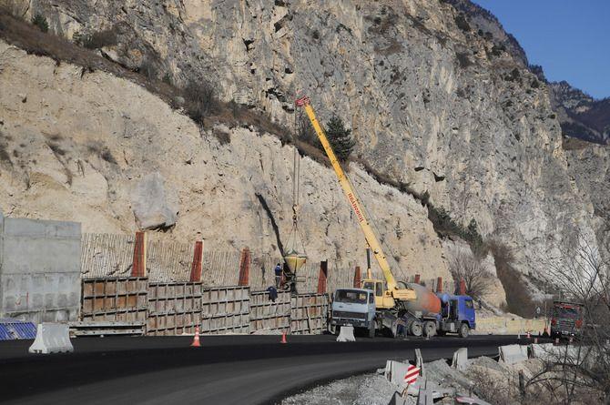 Участок Транскавказской магистрали защитят от камнепадов