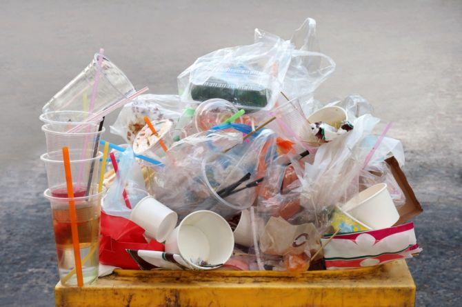 В Прибалтике построили первую дорогу из переработанного пластика