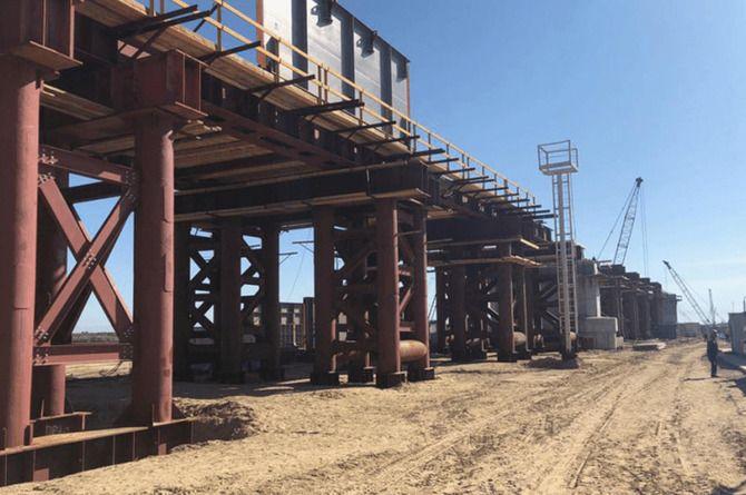 Завершена половина строительных работ на мосту через реку Пур в ЯНАО