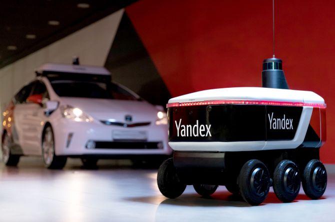 Чемодан со скоростью пешехода: Яндекс показал робота-доставщика