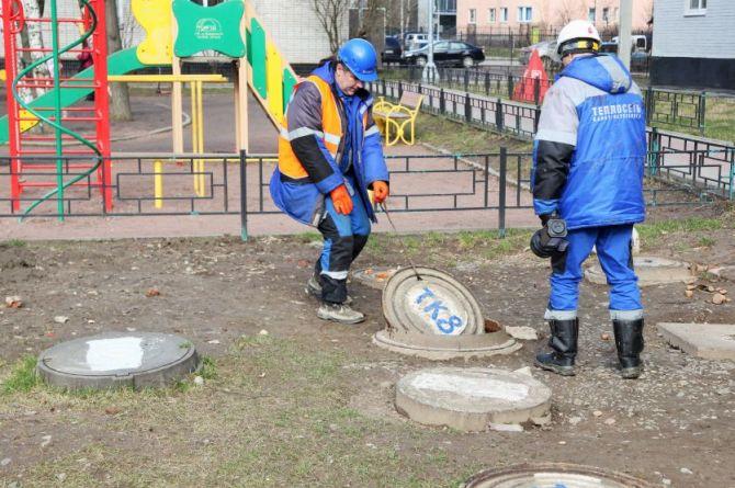 В Петербурге установили 1000 пластиковых люков вместо чугунных