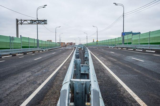 «Либо стоите в пробке, либо платите и едете»: власти Петербурга хотят построить платные путепроводы