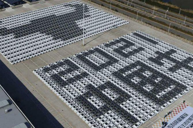 С праздником: в Китае выложили мозаику из автомобилей в честь года Быка