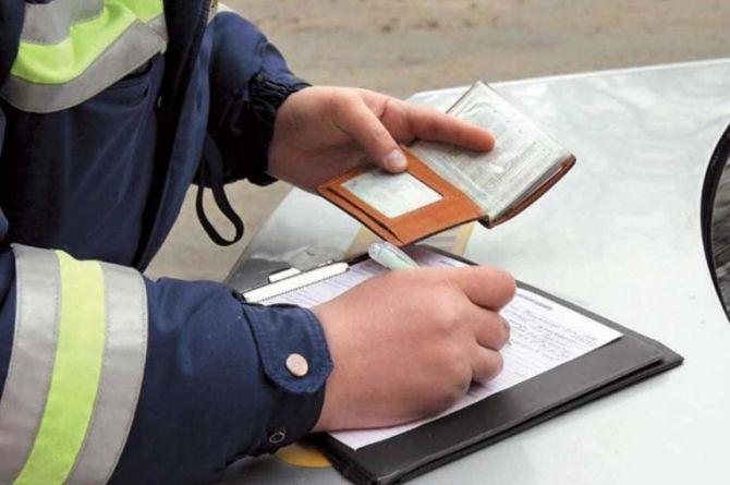 Минюст не стал повышать штрафы для водителей