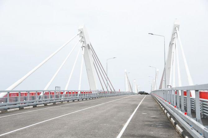 «Здесь почти все российское»: Мишустину показали первый автомобильный мост между Россией и Китаем