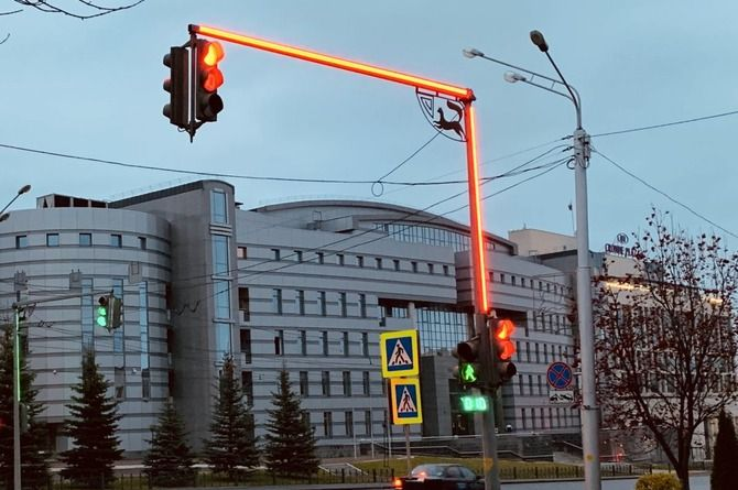 Шесть новых светофоров со светодиодной полосой установили в Уфе