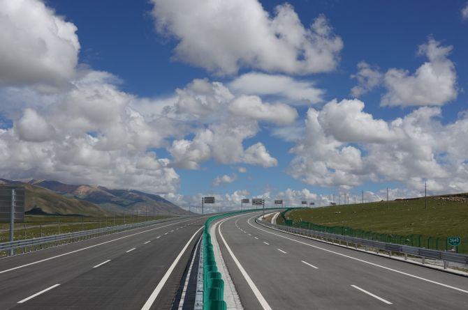 В Китае ввели в эксплуатацию самую высотную в мире автомагистраль