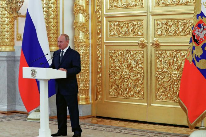 Владимир Путин призвал «активнее привлекать средства для дорожного строительства»