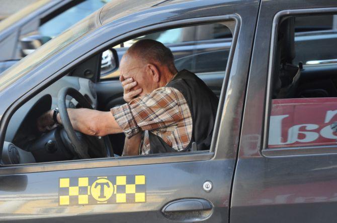 Новый закон «О такси»: контроль за усталостью водителей и фонарь на крыше