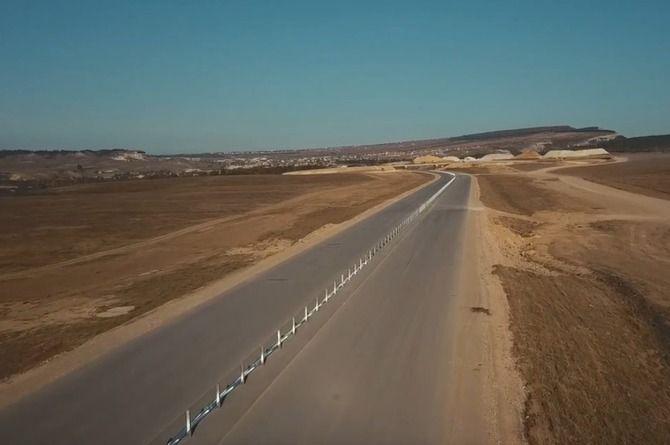 На шестом этапе трассы «Таврида» началась установка барьерного ограждения