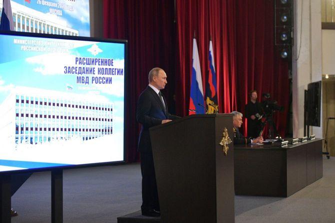 Путин: МВД нужно усилить контроль за безопасностью на дорогах
