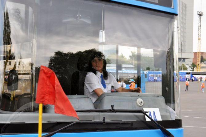Водители московских автобусов пожаловались, что система «Антисон» лишает их зрения