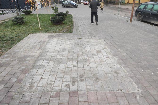 В Калининграде рабочие нарисовали тротуарную плитку