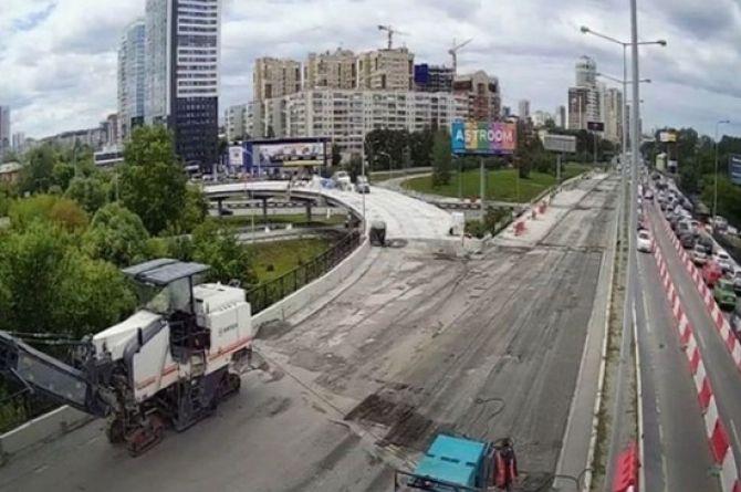 «Так работать нельзя»: в Екатеринбурге губернатор приехал проверить ремонт моста и не нашёл рабочих