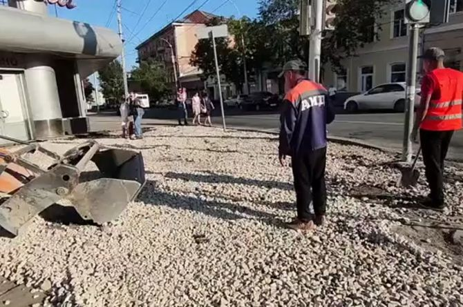 «Даю вам две ночи закончить»: саратовский губернатор остался недоволен ремонтом тротуаров
